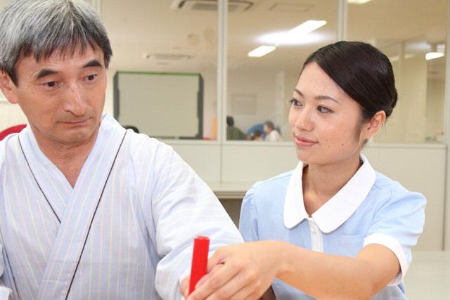介護職の人手不足の原因を探る